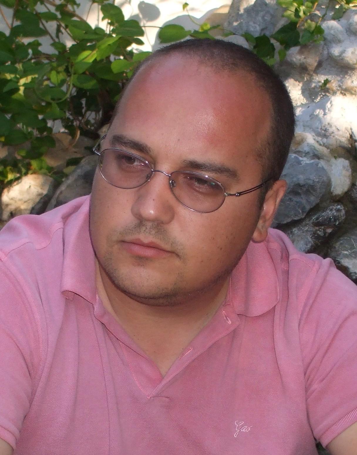 Светлозар Стоянов